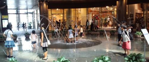 子どもは水遊びの天才inリバーウォーク北九州_d0082356_11512541.jpg