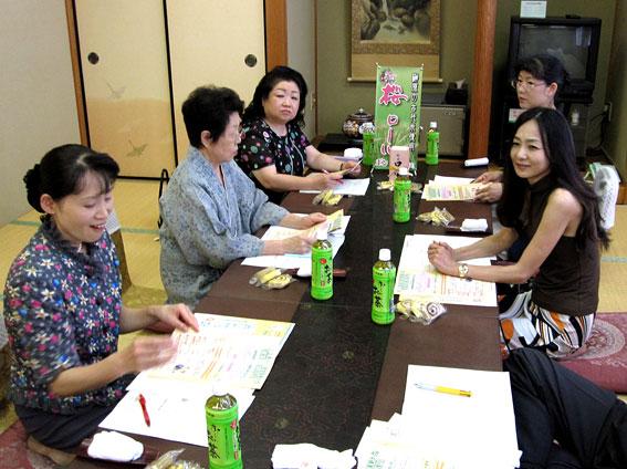 女将の会8月会議_b0145257_1658146.jpg