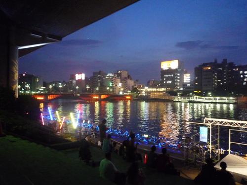 隅田川カフェ_d0029066_7535577.jpg