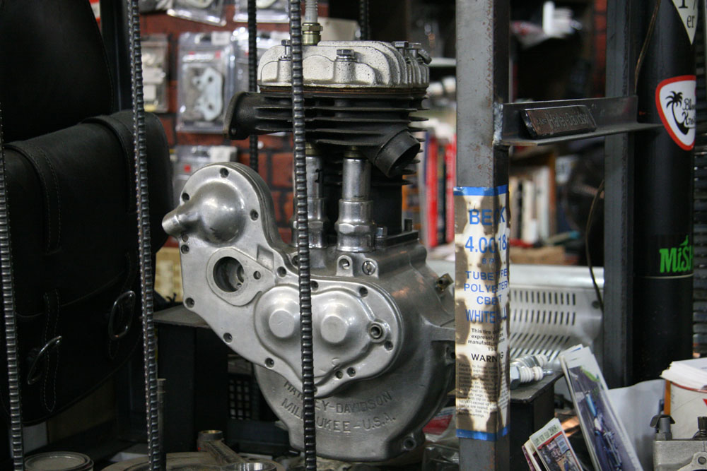 AUTHENTIC MOTOR SERVICE2_f0184668_155257.jpg