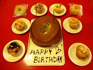 8月生まれスタッフの誕生会♪_e0158660_2229460.jpg