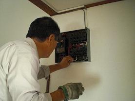 エアコンの電源は専用コンセントで!~これで安全になりました。_d0165368_7224935.jpg