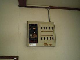 エアコンの電源は専用コンセントで!~これで安全になりました。_d0165368_7231810.jpg