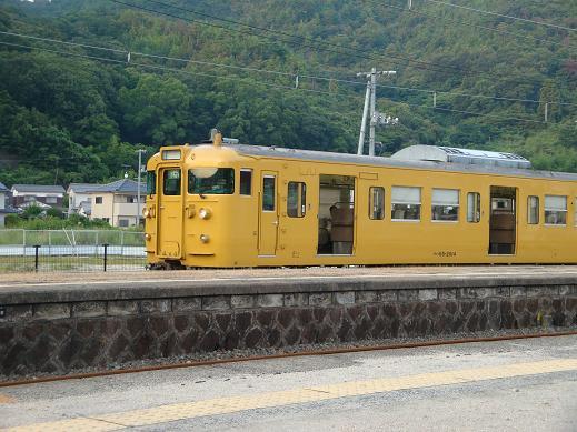 安浦を走る電車の色,やがては…_e0175370_13124065.jpg