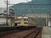 安浦を走る電車の色,やがては…_e0175370_1365171.jpg