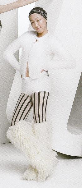 浅田真央選手、流行通信(WWD)の表紙を飾る_b0038294_10353578.jpg
