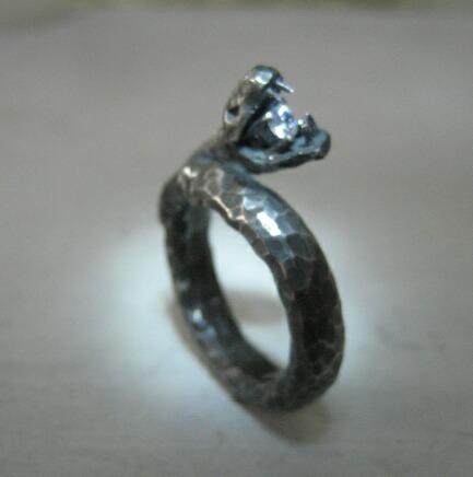 アートクレイシルバーで作りました~ダイヤを守る蛇のリング~_e0095418_21423425.jpg