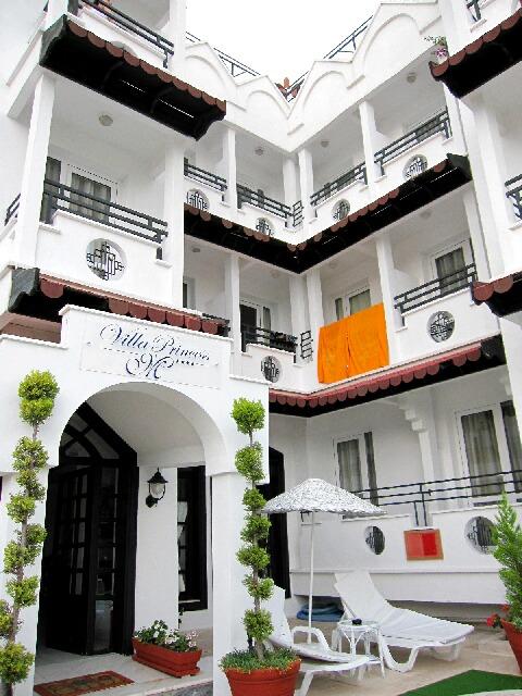マルマリスのホテル@プリンセス・ヴィラ_d0133225_14245825.jpg