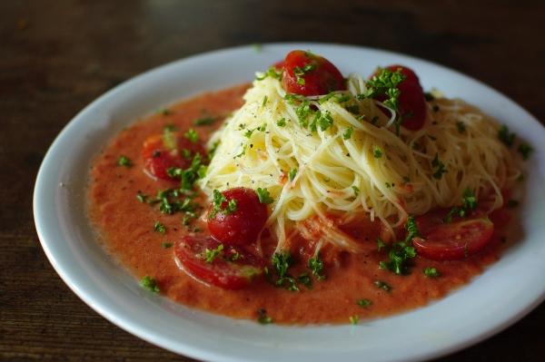トマトの冷製パスタ_c0110869_21342669.jpg