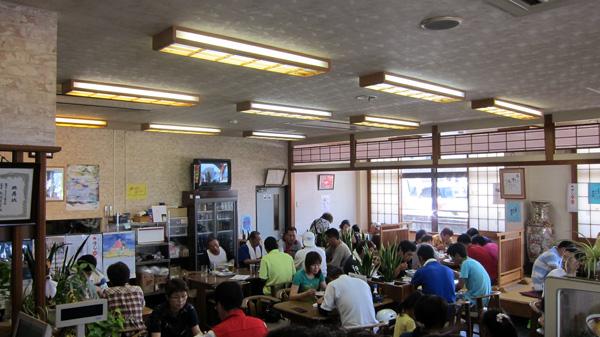 「牛骨ラーメン」の老舗「香味徳(かみとく)」!_d0141173_2223460.jpg