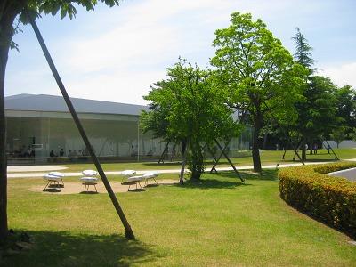 6月 主人の金沢街歩き 金沢21世紀美術館と兼六園_a0055835_14153724.jpg