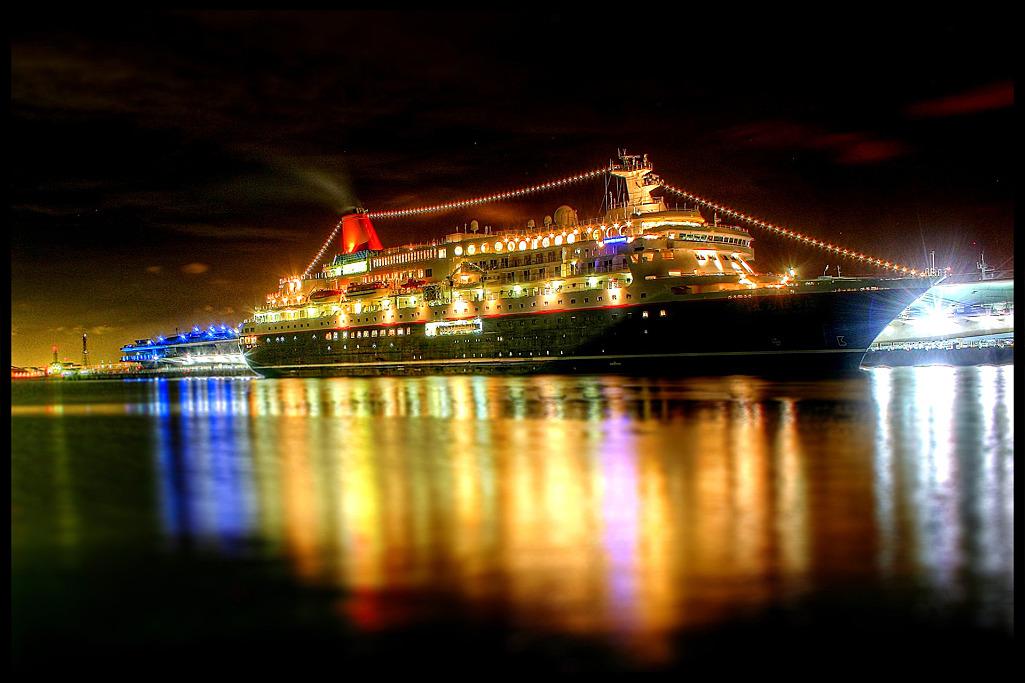 大きな船も魔法でミニチュアに / Big or Small ship?_c0214542_3162964.jpg