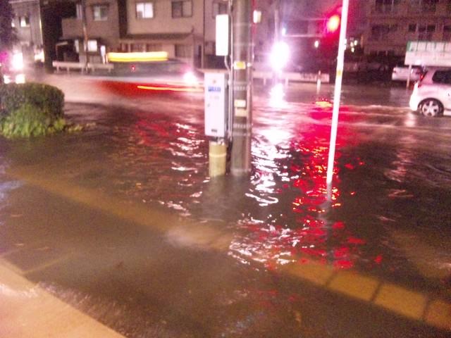 雨水氾濫でわや。。。_f0197703_2034188.jpg