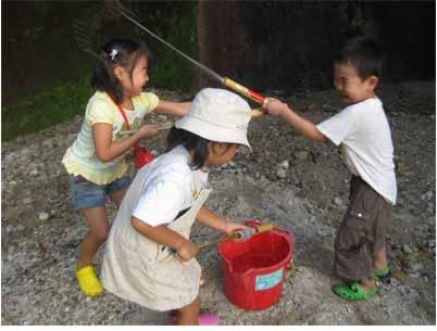 水あそび・幼児クラス_f0211514_1219503.jpg