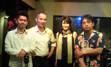 Live at New Combo♪2010.8.28_c0139321_2212476.jpg