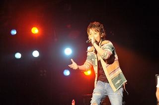 UVERworld ガンダム00イベントに出演、新曲披露!_e0025035_23515288.jpg