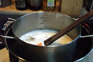 湯煎でシチューを煮込み中_e0166355_14403241.jpg