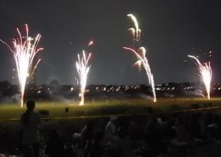 さよなら夏花火「THE LAST」空から花火が降ってくる_b0051666_1253431.jpg