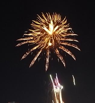 さよなら夏花火「THE LAST」空から花火が降ってくる_b0051666_12543310.jpg