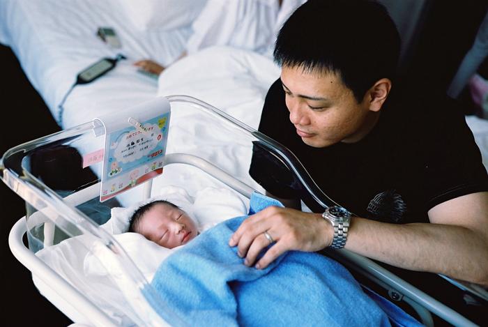 誕生二日目の父子_c0182775_22423263.jpg