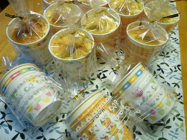 シフォンケーキ1個分の材料でカップシフォンケーキならいくつ出来る?_b0175688_23124736.jpg