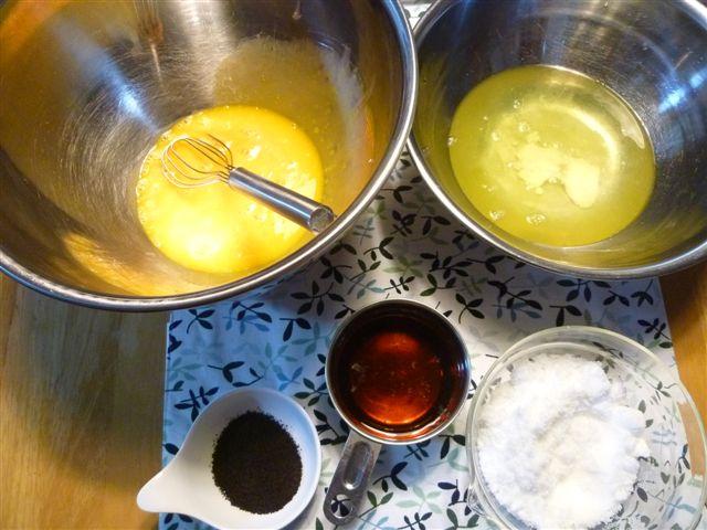 シフォンケーキ1個分の材料でカップシフォンケーキならいくつ出来る?_b0175688_2363834.jpg