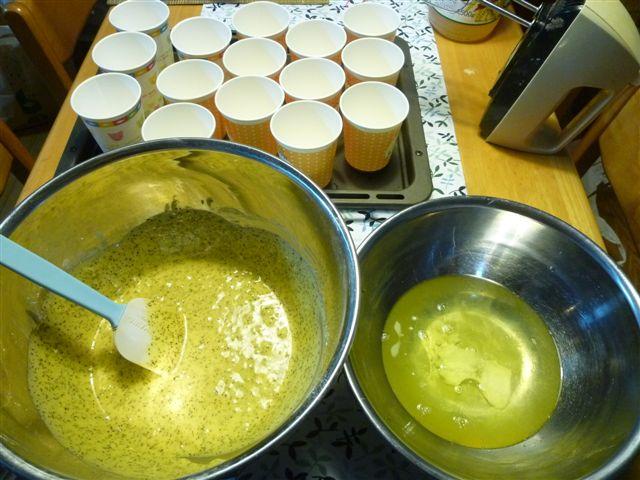 シフォンケーキ1個分の材料でカップシフォンケーキならいくつ出来る?_b0175688_237180.jpg