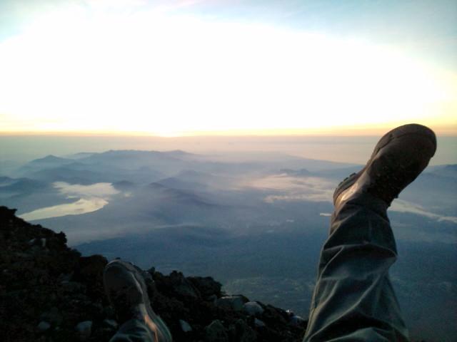 富士山夜間登頂☆下山満身創痍…いまからマサカの渋谷に仕事へ(=゜ω゜)ノ_b0032617_16271149.jpg