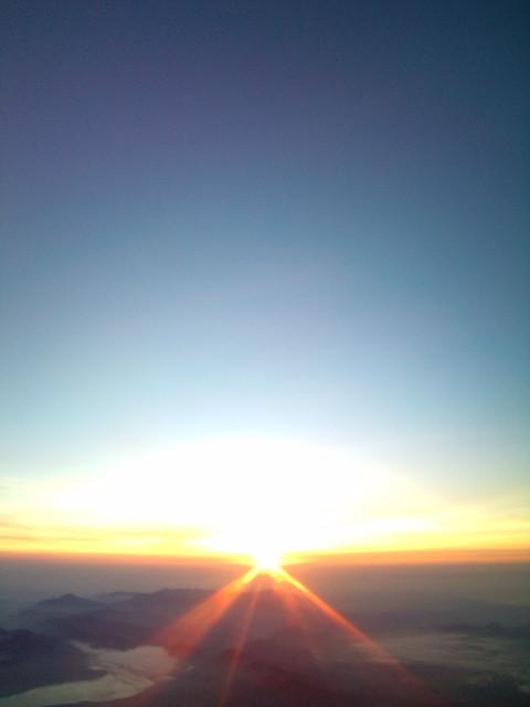 富士山頂ご来光ナウ!! ヾ(^▽^)ノ_b0032617_5182388.jpg