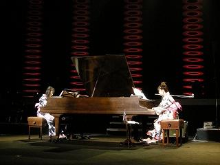 人気声優シンガー牧野由依、日本初!ダブルグランドピアノでワンマンコンサート実施!_e0025035_1795439.jpg