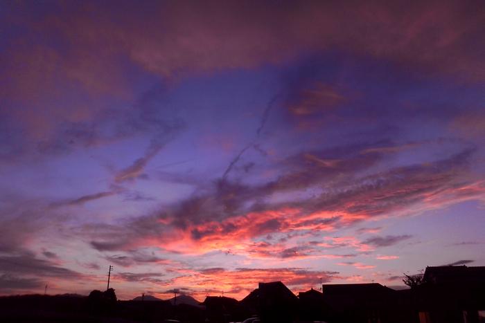 ケータイで夕焼けを一枚。_a0129474_20113779.jpg