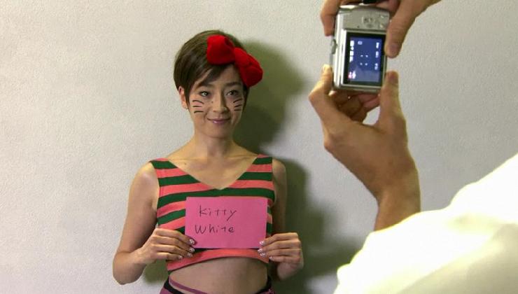 宮沢りえさん演じる実写版キティちゃん、ニューヨークへ (グリコ、アーモンドプレミオ新CM)_b0007805_22382846.jpg