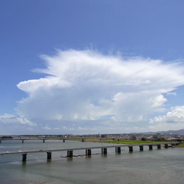 晴れときどき曇りときどき雨 by CX2_c0049299_1273075.jpg