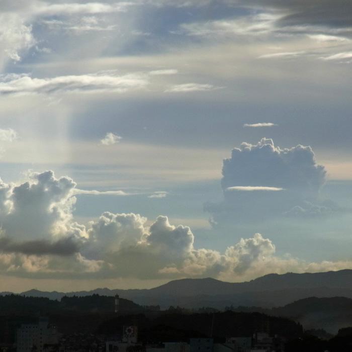 晴れときどき曇りときどき雨 by CX2_c0049299_1275579.jpg
