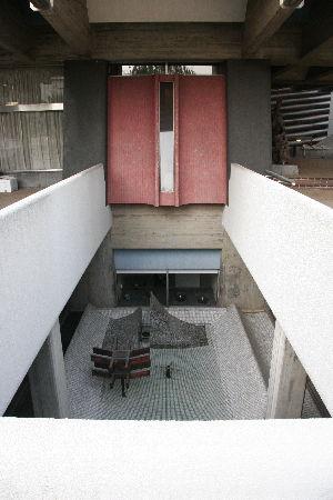 モダン建築のモノリス、「龍生会館」_a0154028_14342949.jpg