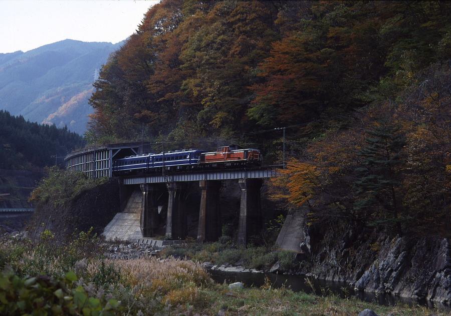 紅葉の飛騨路-1987年高山本線-(1)_b0190710_2323395.jpg