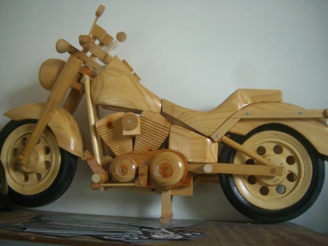 木で出来たバイク_a0164918_12571375.jpg