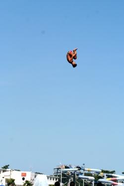 飛び込み台があったら飛びこむでしょ?普通。_b0048834_1835275.jpg