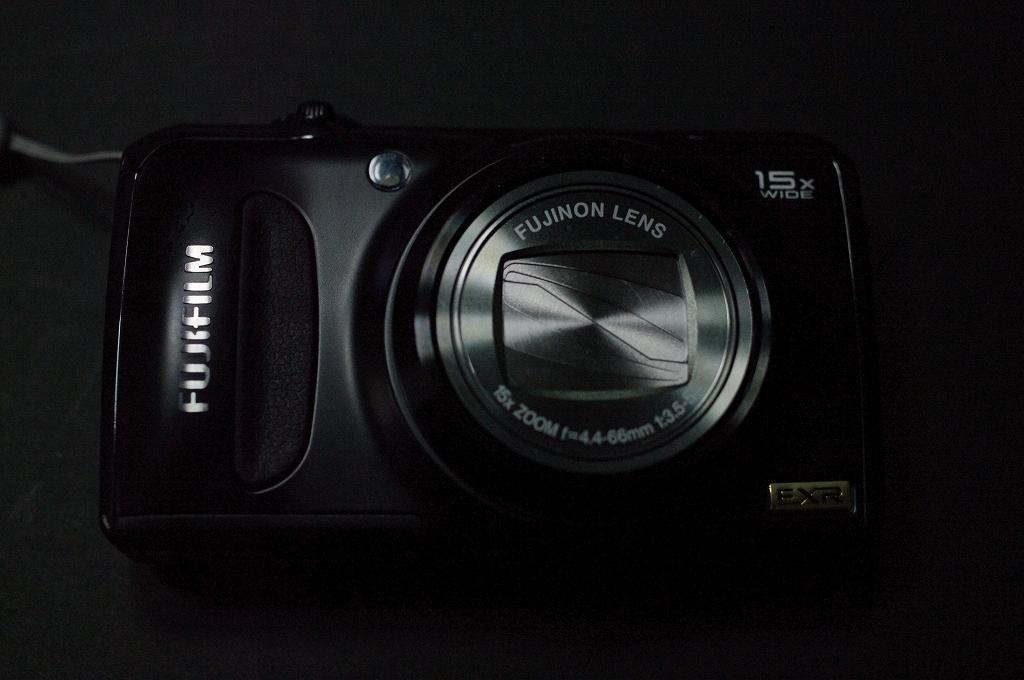 小型 ウエポン FUJIFILM F300EXRがやって来た_f0050534_8184599.jpg