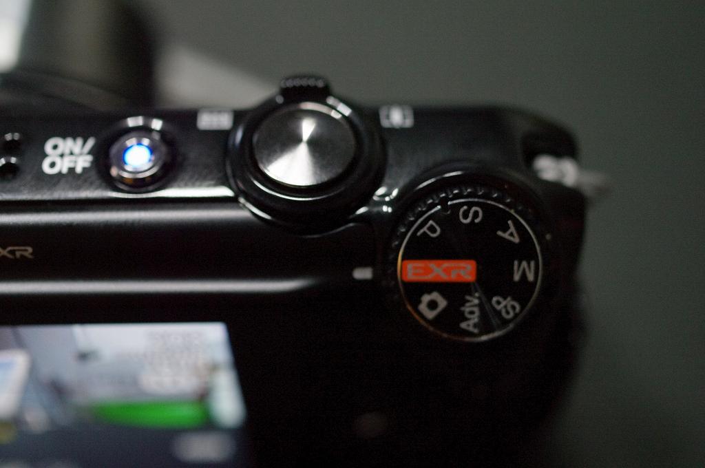 小型 ウエポン FUJIFILM F300EXRがやって来た_f0050534_8192285.jpg