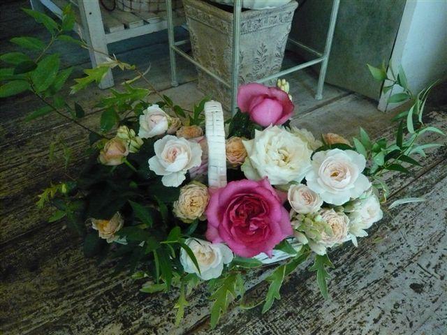 たまには花屋さんらしい画像を・・・・フラワーバスケット_b0137969_17351457.jpg