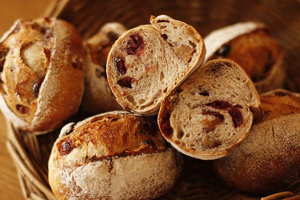 クランベリーと胡桃のパン_f0149855_1394655.jpg