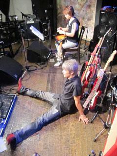 踊り明かそうよ、僕のギターで!!!_c0127670_4153817.jpg