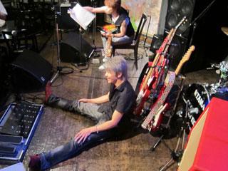 踊り明かそうよ、僕のギターで!!!_c0127670_416835.jpg