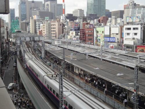 7Fの高さに電車_c0019880_12573475.jpg