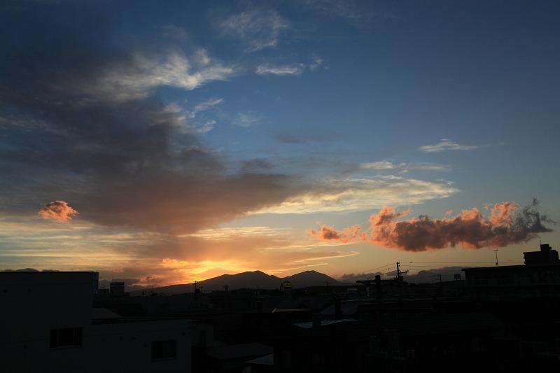 窓から 黄昏_a0160581_19454557.jpg