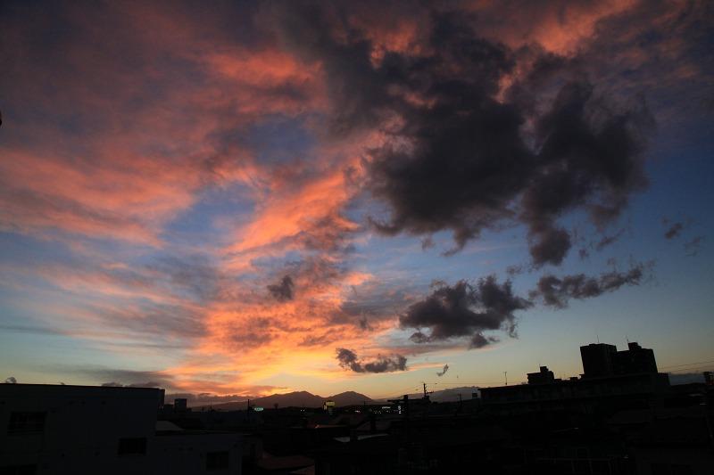 窓から 黄昏_a0160581_19463913.jpg