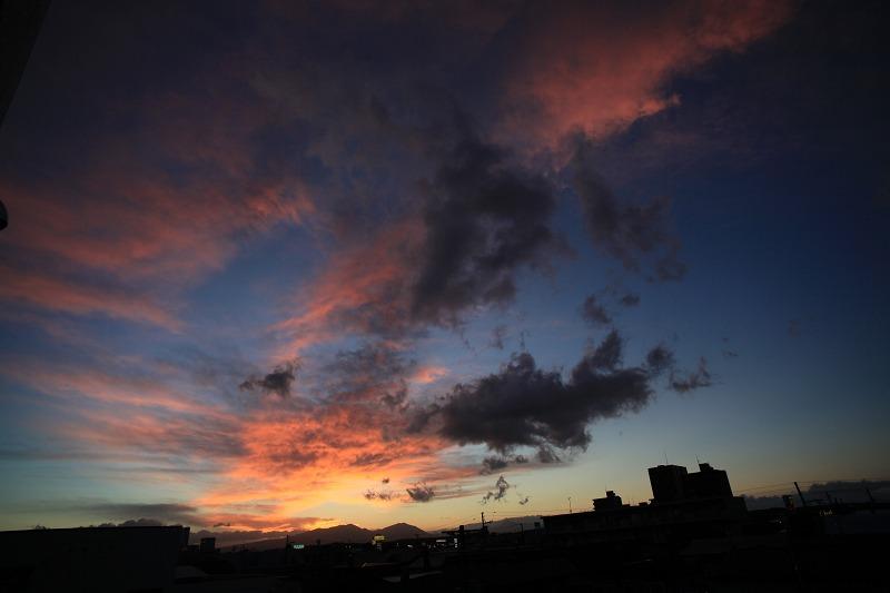 窓から 黄昏_a0160581_19465194.jpg