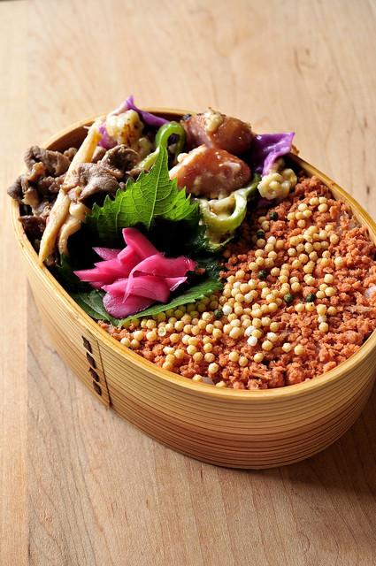 タルタル焼きと鮭まぶし弁当_b0171098_7183750.jpg