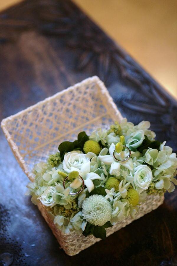 新郎新婦様からのメール プリザーブドのオールドローズの花鎖 軽井沢高原教会様へ_a0042928_032215.jpg
